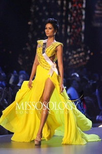 Miss Vietnam World 3131-83